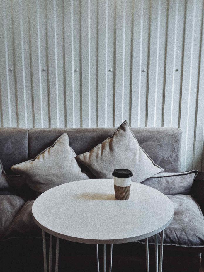Stolik kawowy idealnie pasujący do minimalistycznych wnętrz