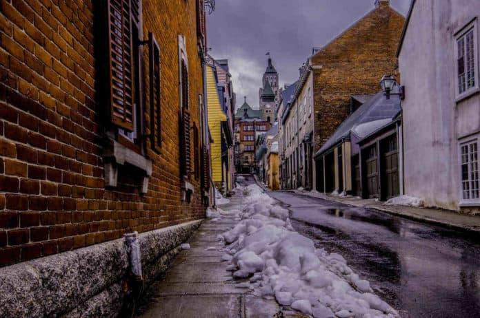 Jak usuwać śnieg i lód z nawierzchni