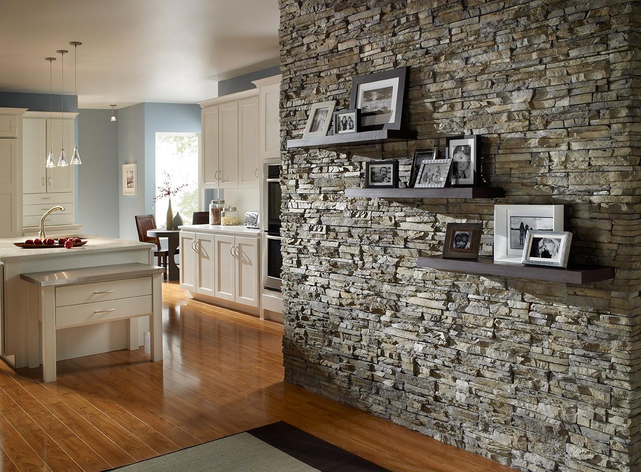 kamien-naturalny-w-korytarzu