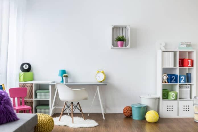 Jak urządzić pokój dziecka, aby panował w nim porządek