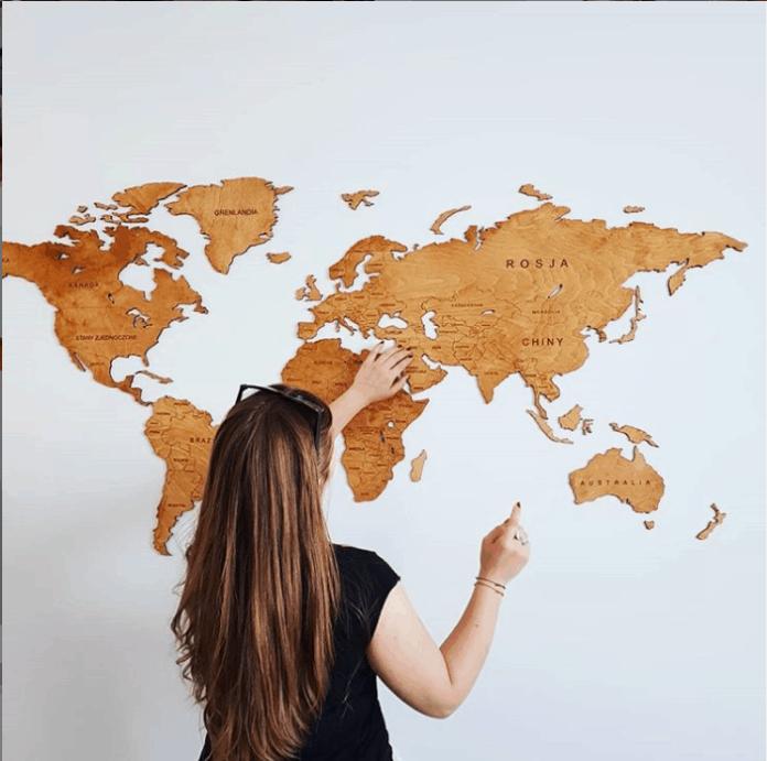 Drewniane mapy świata - 3 zalety takich dekoracji