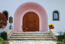 Drzwi wejściowe do domu - co brać pod uwagę podczas zakupu?